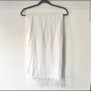 Vince Camuto white scarf